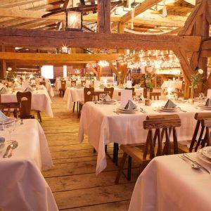 Der Hasenöhrl-Hof als Hochzeitslocation: In unserem urigen Stadl erleben Ihre Gäste die urige Atmosphäre des 500 Jahre alten Hofs.